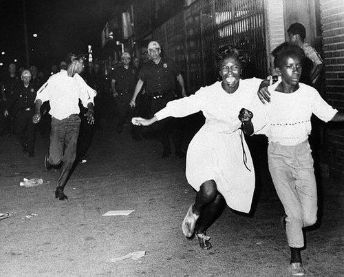 1965-ca-watts-riots-03