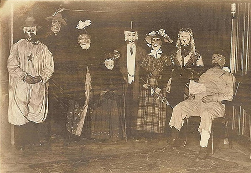 scary_old_time_costumes2.jpg